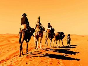 Passeo-en-camellos-en-desierto-Erg-Chebbi-Viajebereber-1024x768
